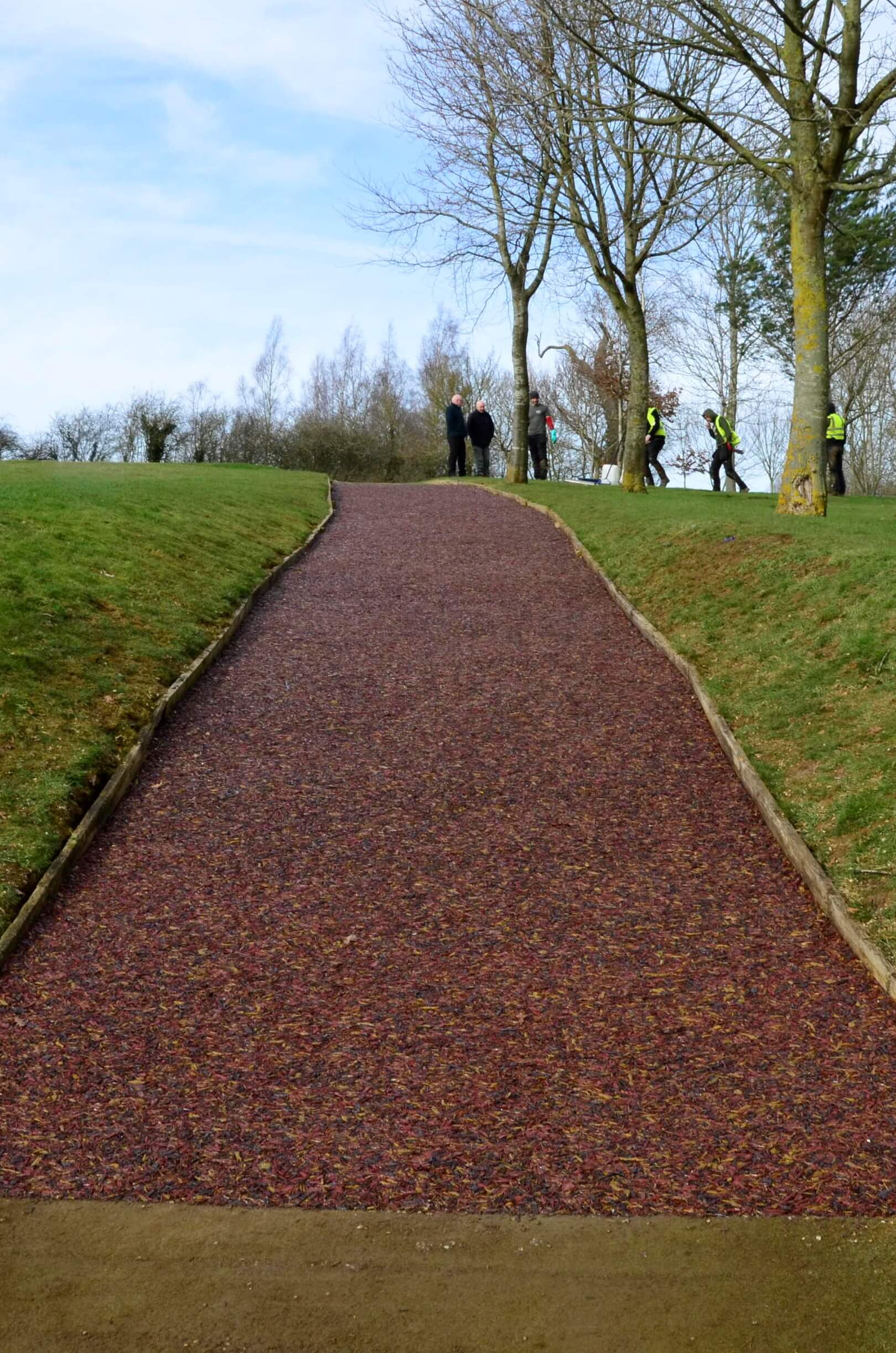 golf club mulch pathway