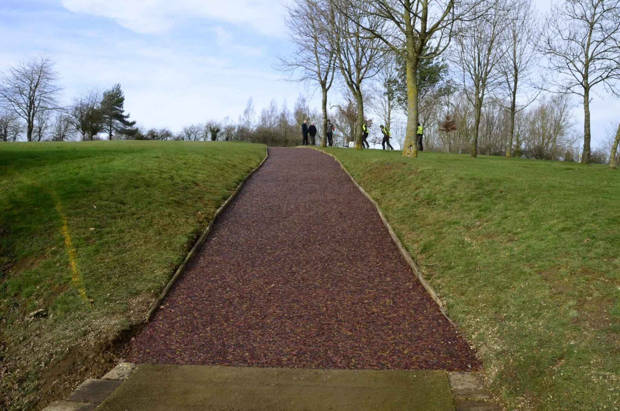 golf club rubber mulch pathway